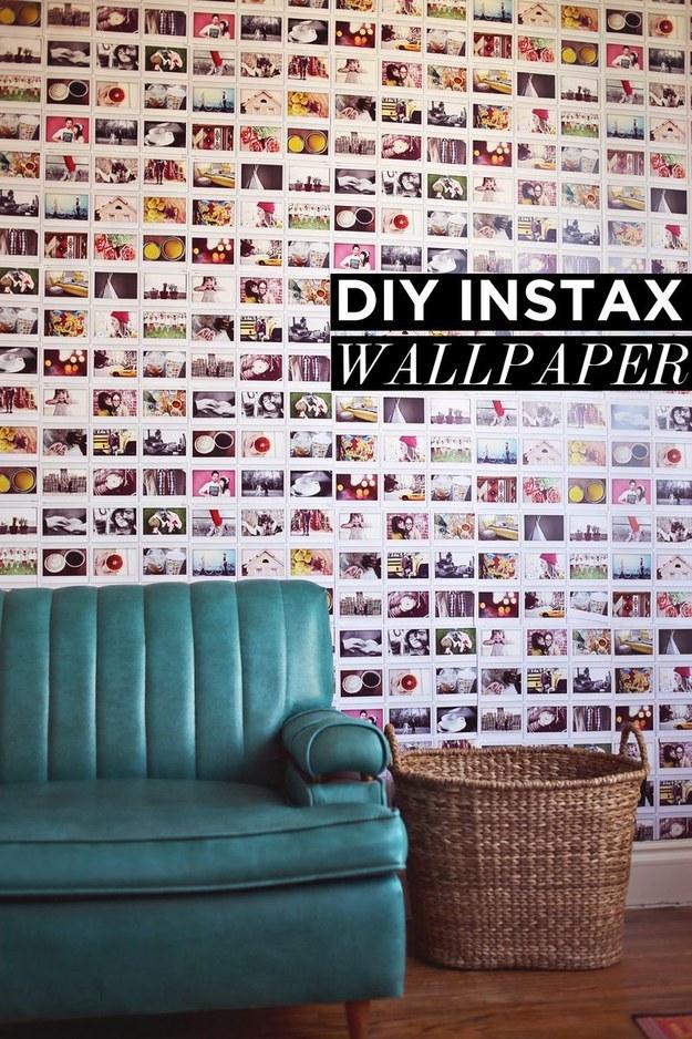 Используйте фотографии из путешествий, чтобы сделать массивный коллаж на стене.