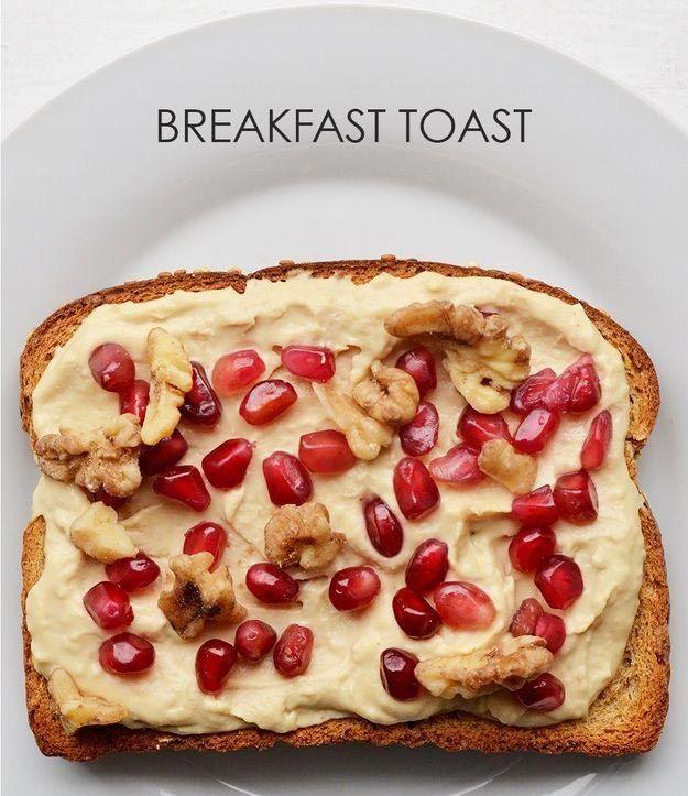 Мажем на хлеб хумус, посыпаем грецким орехом и зернами граната.