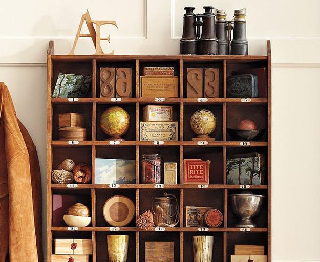 Используйте стеллаж для хранения сувениров из поездок.