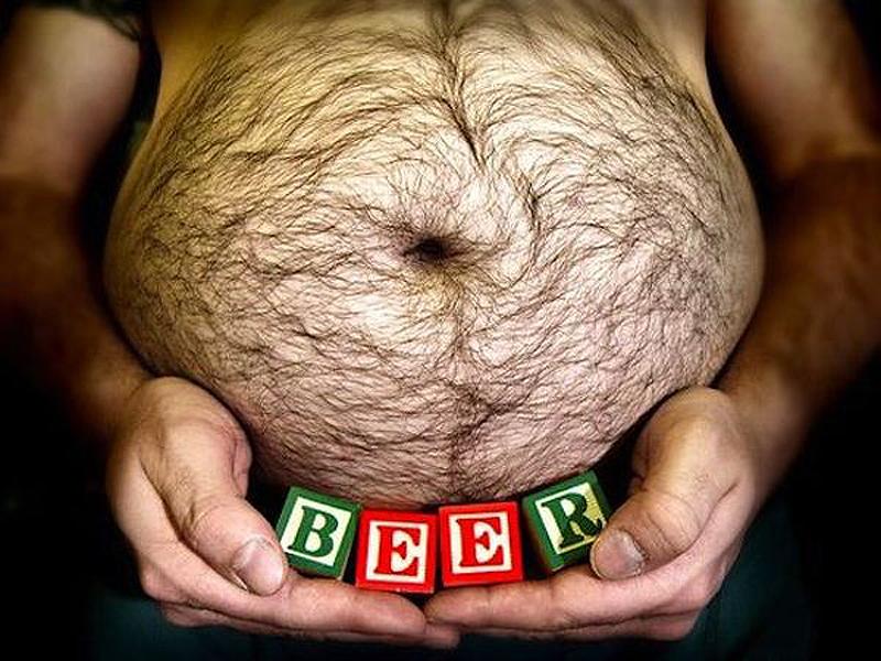 Связь «пивного» круглого живота и потребления пива намного меньше, чем мы себе представляем. Исследования показывают, что все дело в алкоголе, который повышает аппетит и влияет на гормоны, которые отвечают за чувство насыщения.
