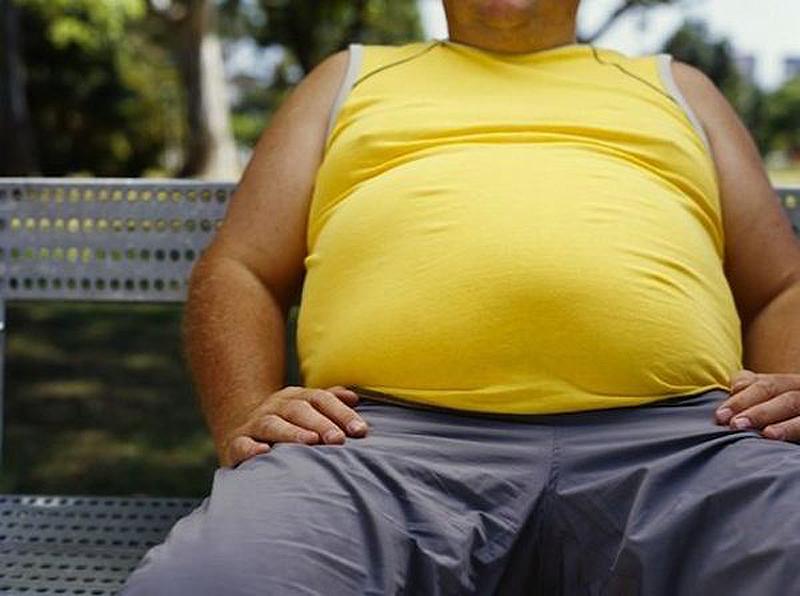 Отсутствие физической активности способствует отложению жира на животе даже у худых людей. Жир у них может откладываться вокруг органов, причиной этому может стать повышенный уровень сахара в крови или высокий уровень холестерина.