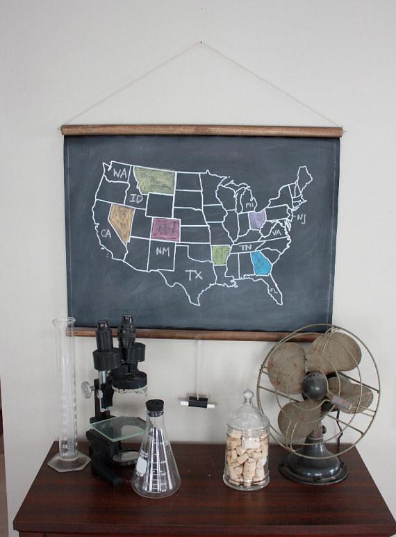 Используйте нарисованную мелом карту и закрашивайте места, где уже побывали.