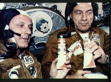 Тюбики с едой для космонавтов СССР