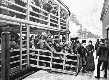 Что заставляет граждан России эмигрировать?