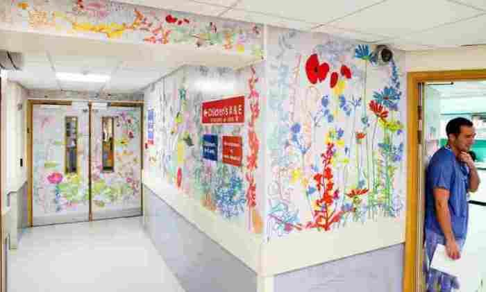 1. Стены с яркими рисунками (лондонская больница London Royal Children's Hospital)
