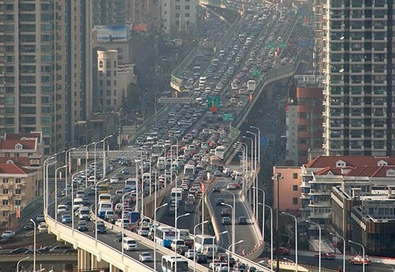 Шанхай установил рекорд по пробкам. Движение на дорогах было парализовано 12 дней на протяжении почти 100 км.