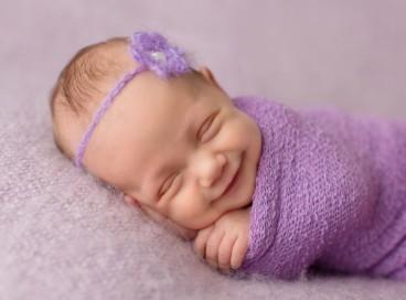 Счастливые улыбки новорожденных